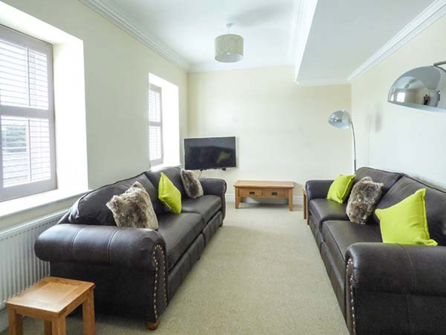 12 Eagle Parade in Buxton - sleeps 8 people