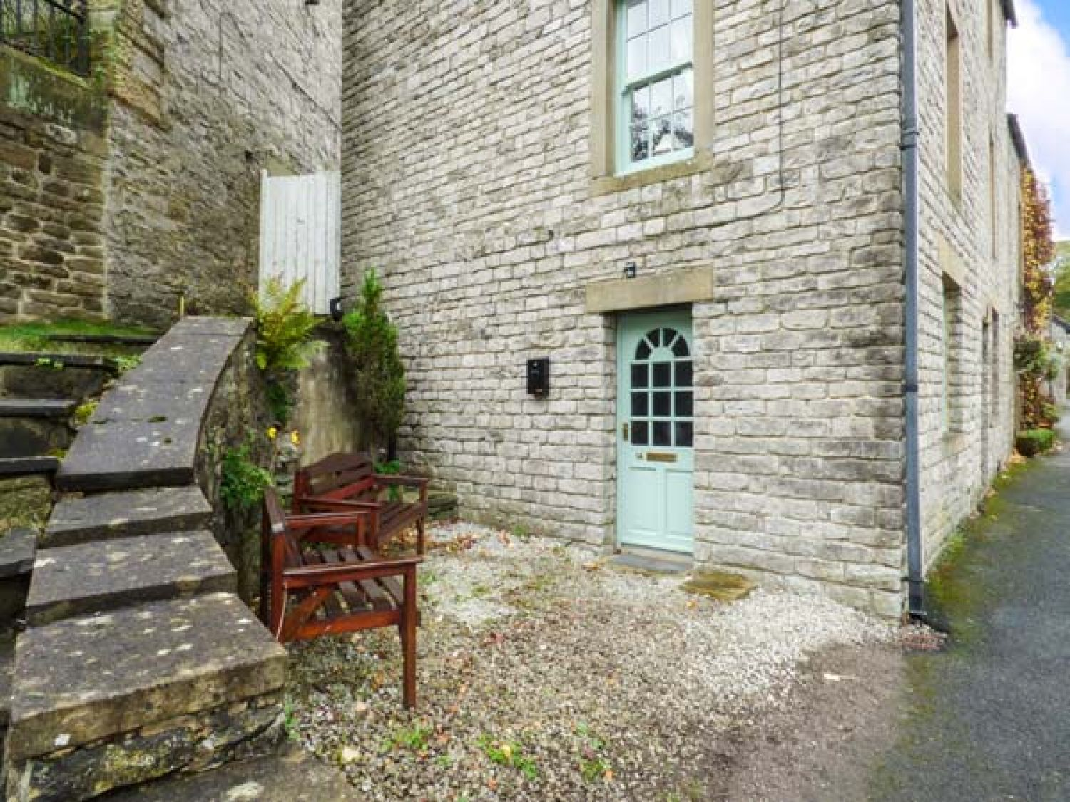 1A Market Square in Tideswell - sleeps 4 people