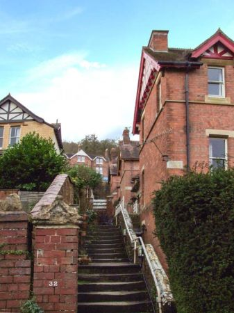 2 Norfolk Villas in Malvern - sleeps 6 people