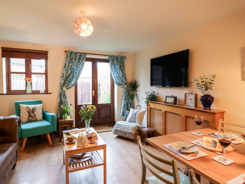 2 Rose Cottages in Haselbury Plucknett - sleeps 4 people
