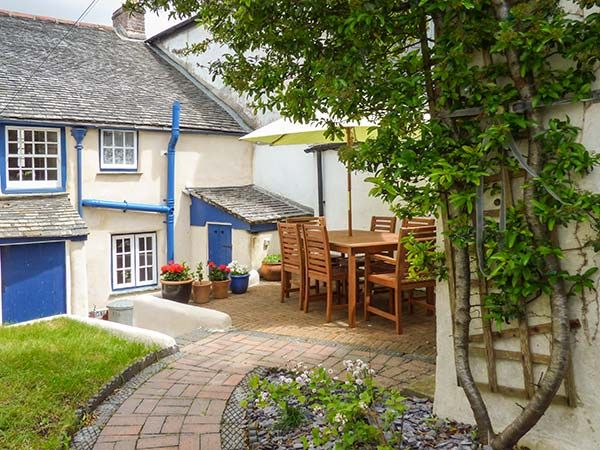 2 The Square in Chacewater - sleeps 6 people