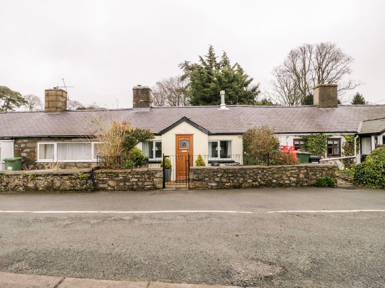 2 Tyn Lon Cottages in Llanfaes near Beaumaris - sleeps 5 people