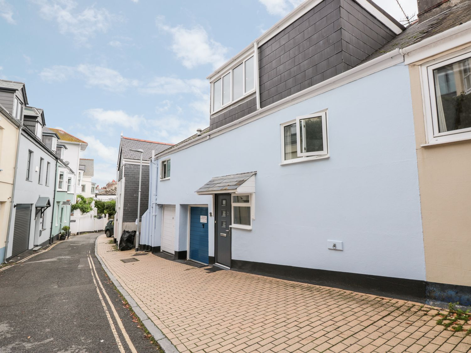 21 Above Town in Dartmouth - sleeps 6 people