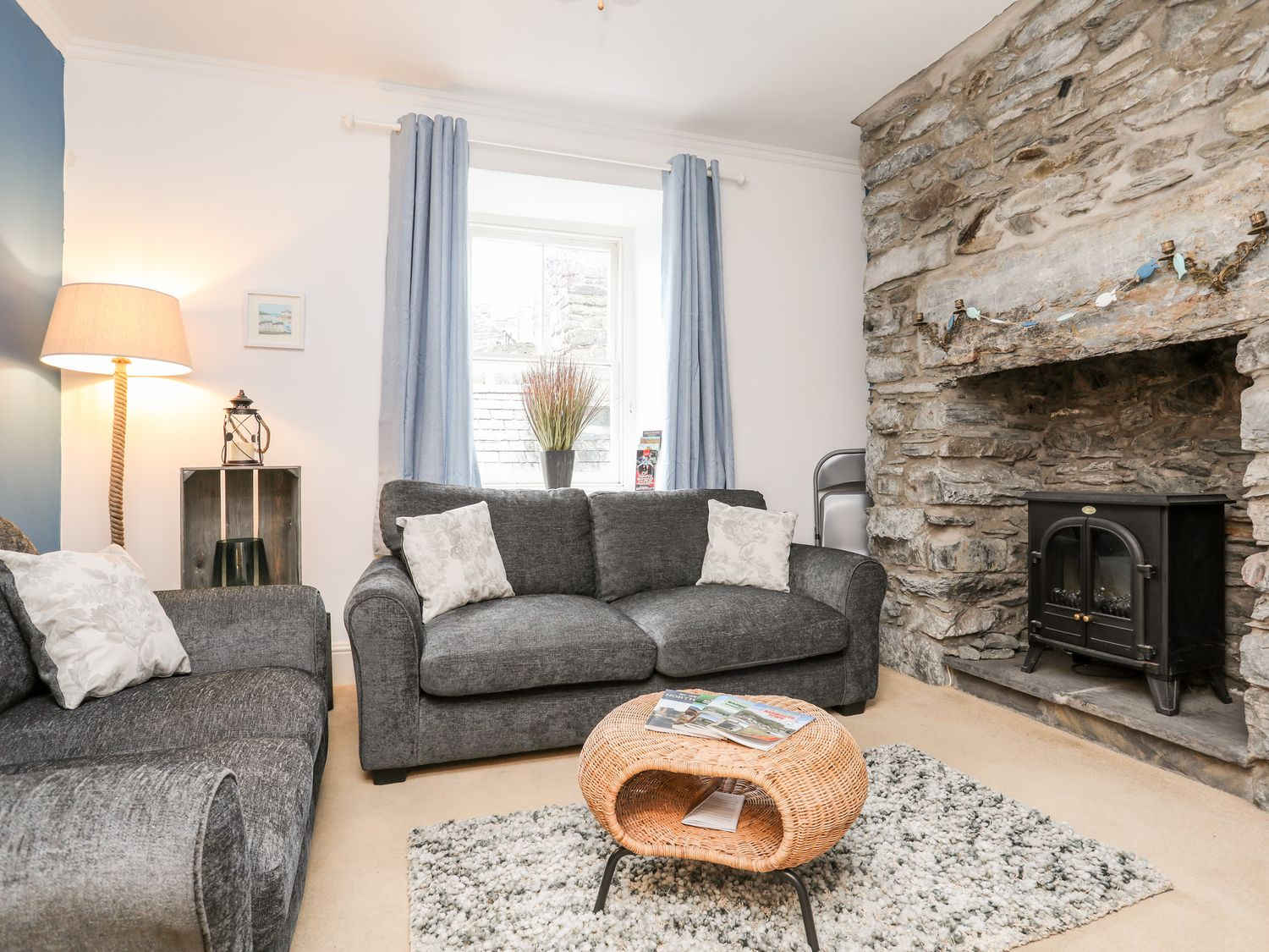 3 Harbour View in Barmouth - sleeps 5 people