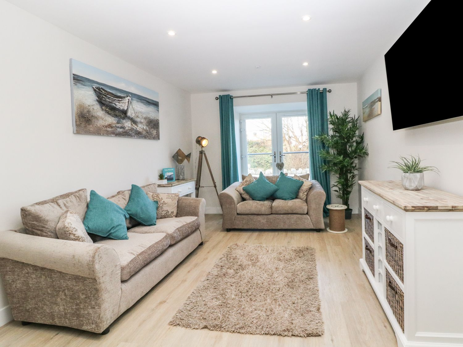 6 Bay View in Benllech - sleeps 4 people