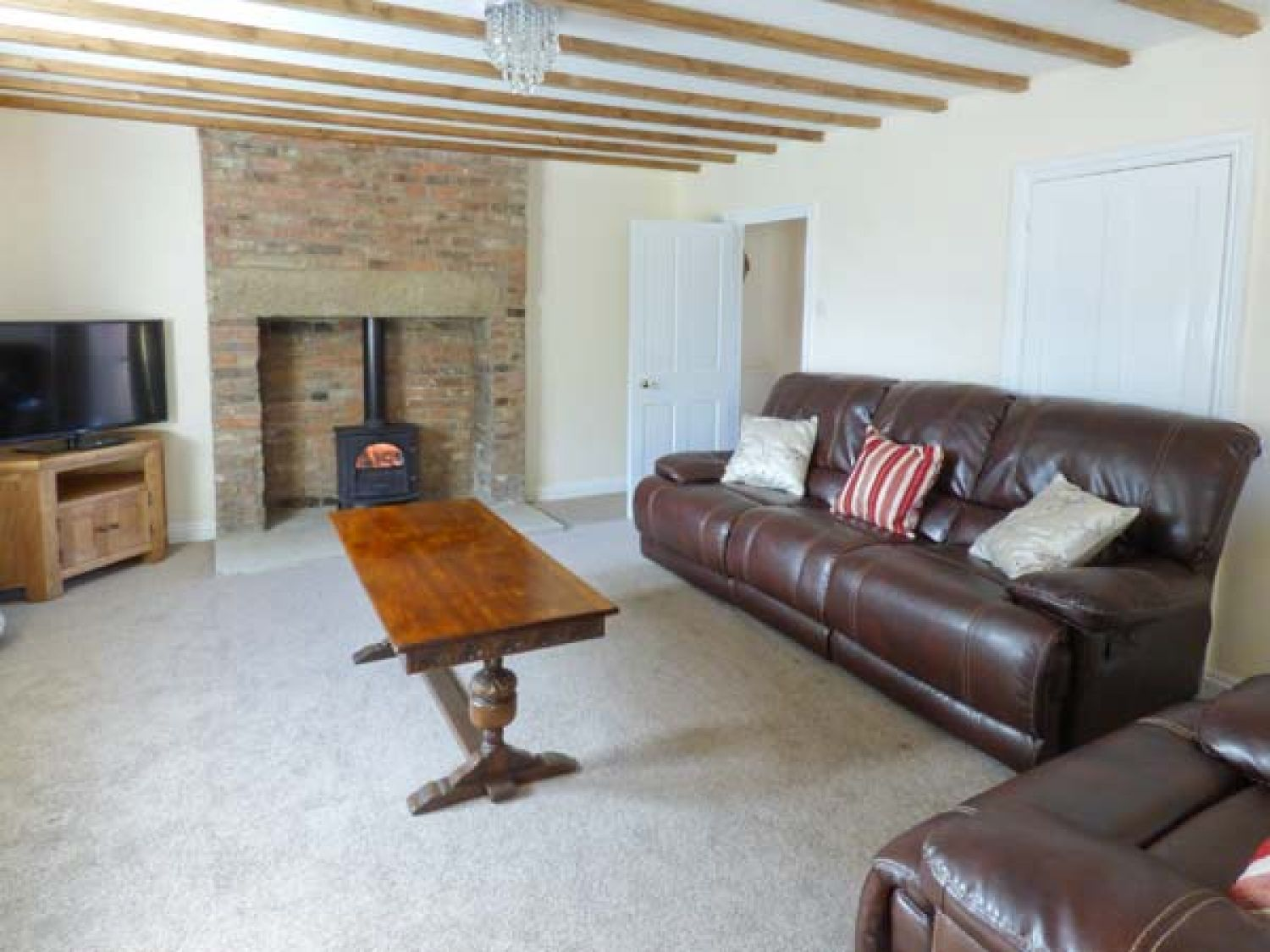 Airy Hill Old Farmhouse in Whitby - sleeps 8 people