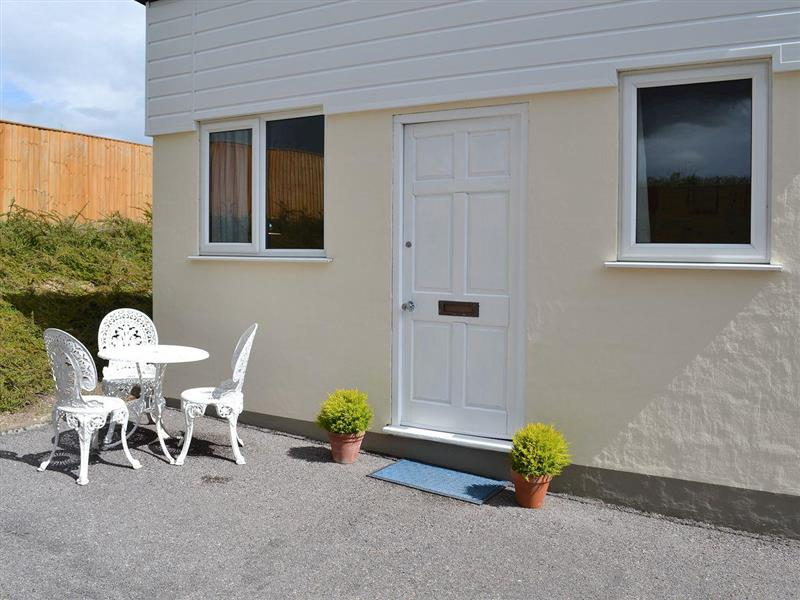 Alandale Lodge in Bramdean, near Winchester - sleeps 2 people