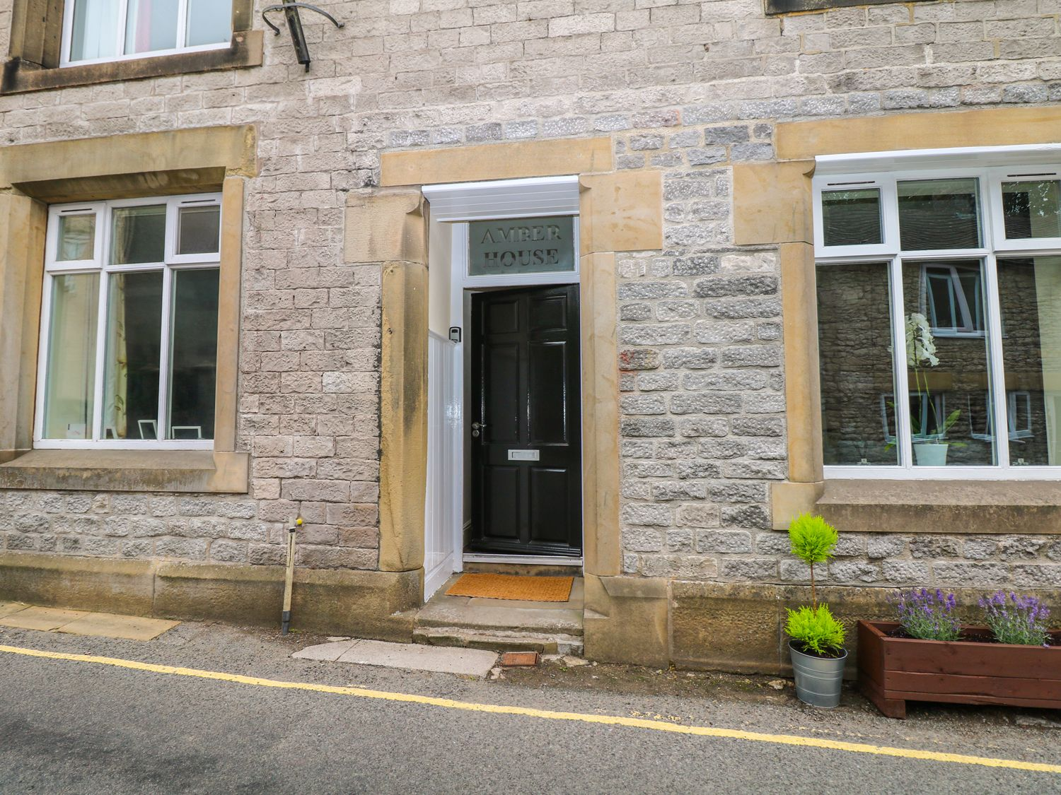 Amber House in Tideswell - sleeps 6 people