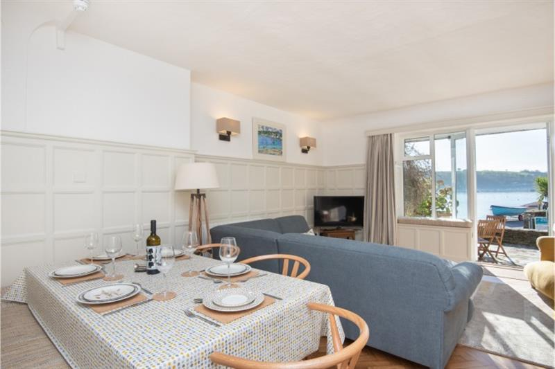 Anchors Aweigh in Helford Passage - sleeps 6 people