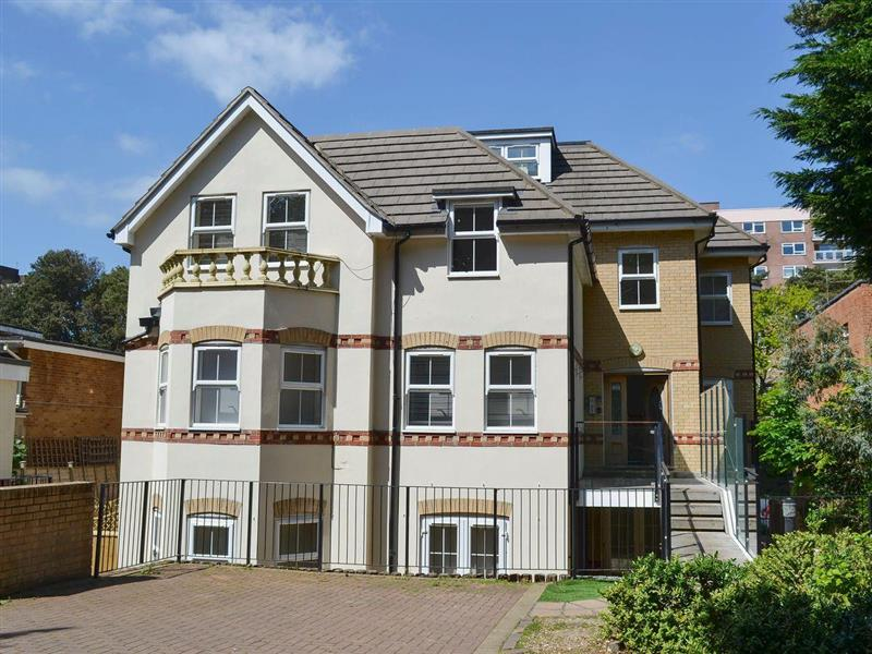 Apartment 10 in Bournemouth - sleeps 6 people