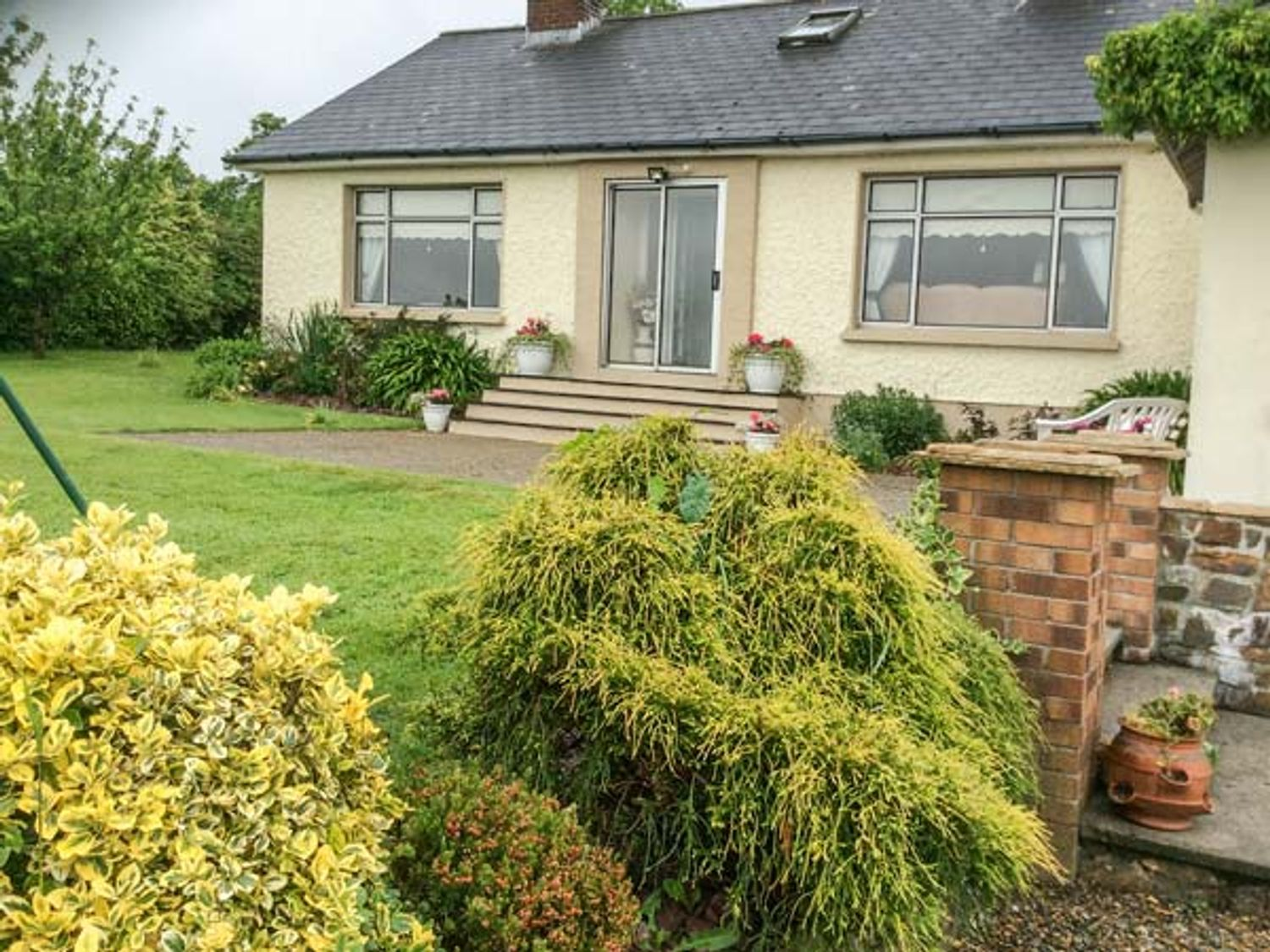 Ash Drive House in Tomagaddy near Ballycanew - sleeps 5 people