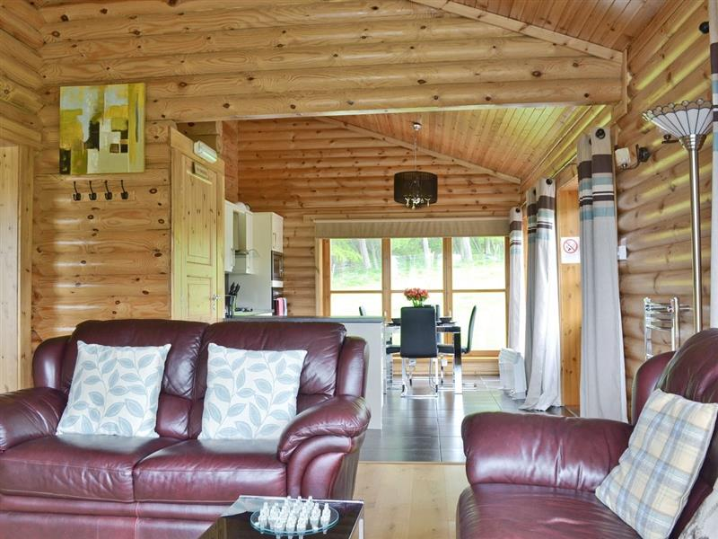 Ashknowe Log Cabin in Perth - sleeps 2 people