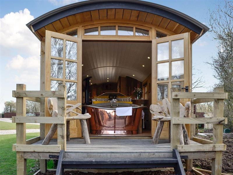 Ashwood Shepherds Hut in Wichenford, near Worcester - sleeps 2 people