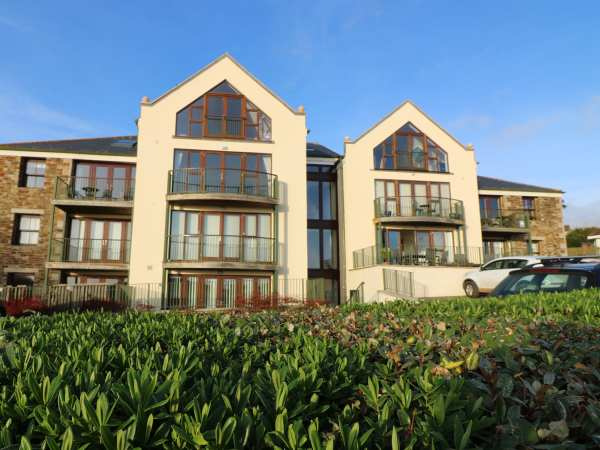 Avalon in Praa Sands near Helston - sleeps 4 people