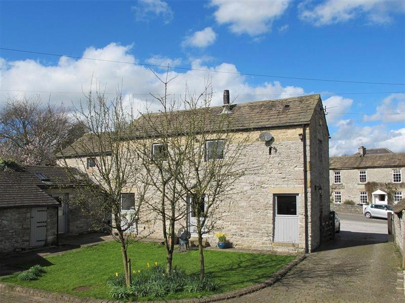 Barn on the Green in Foolow, near Tideswell, Derbyshire - sleeps 7 people