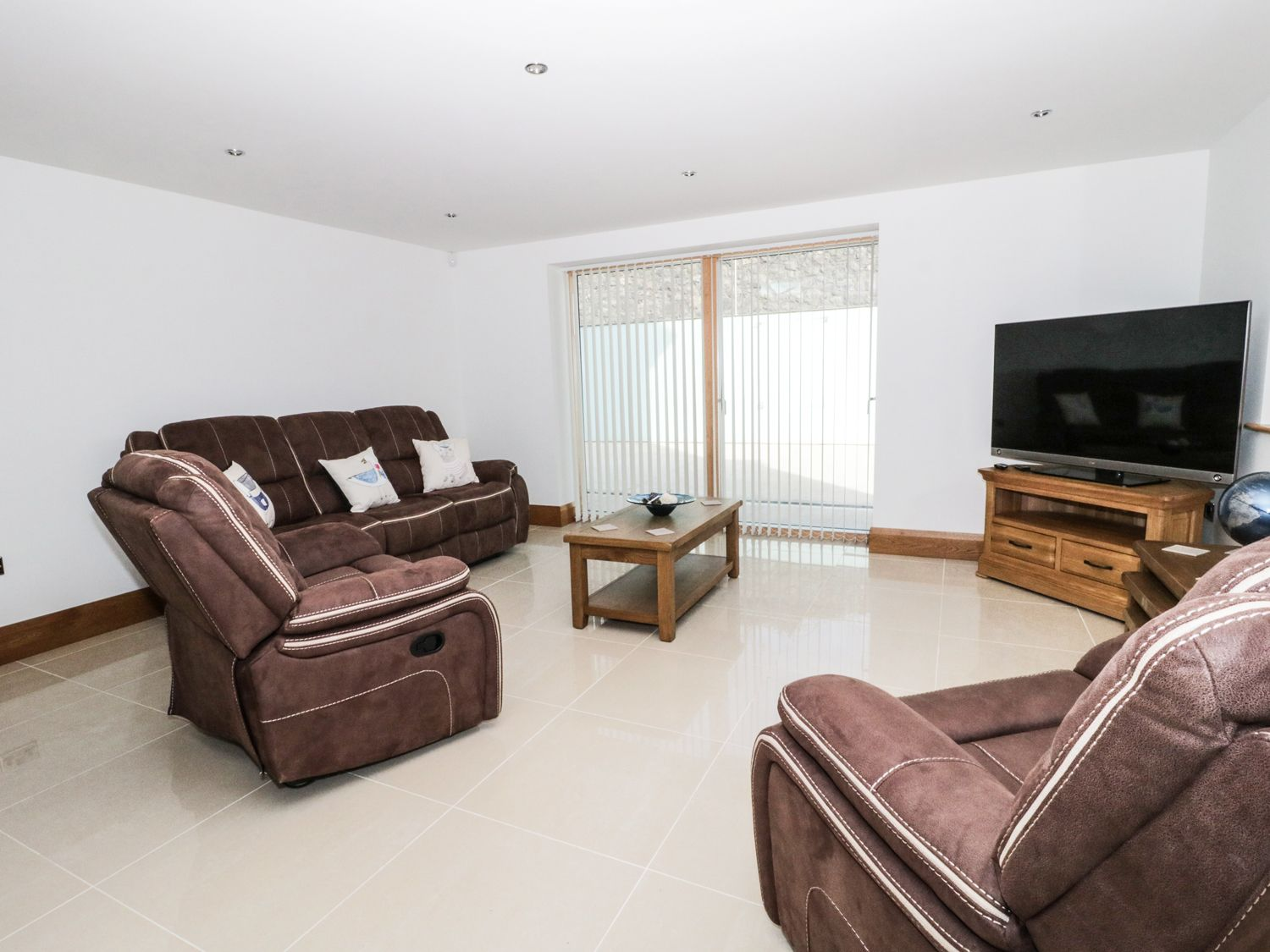 Beach House Apartment in Benllech - sleeps 4 people
