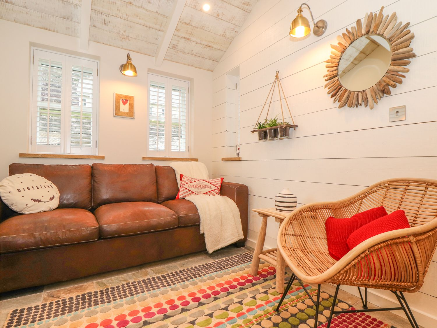 Beach Hut in Trebarwith Strand - sleeps 2 people