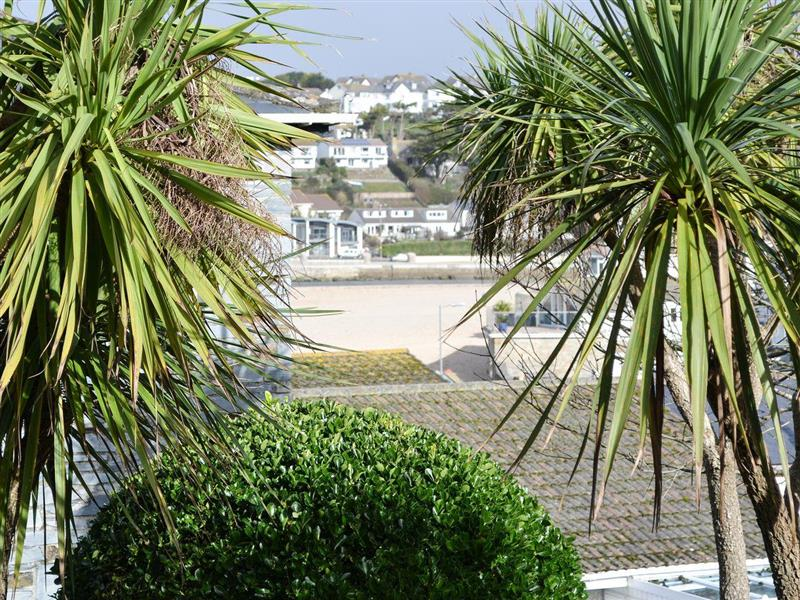 Beachside in Porth, near Newquay - sleeps 6 people