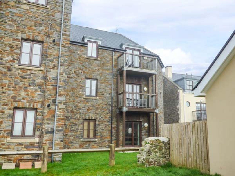 Beacon House in Burry Port - sleeps 4 people
