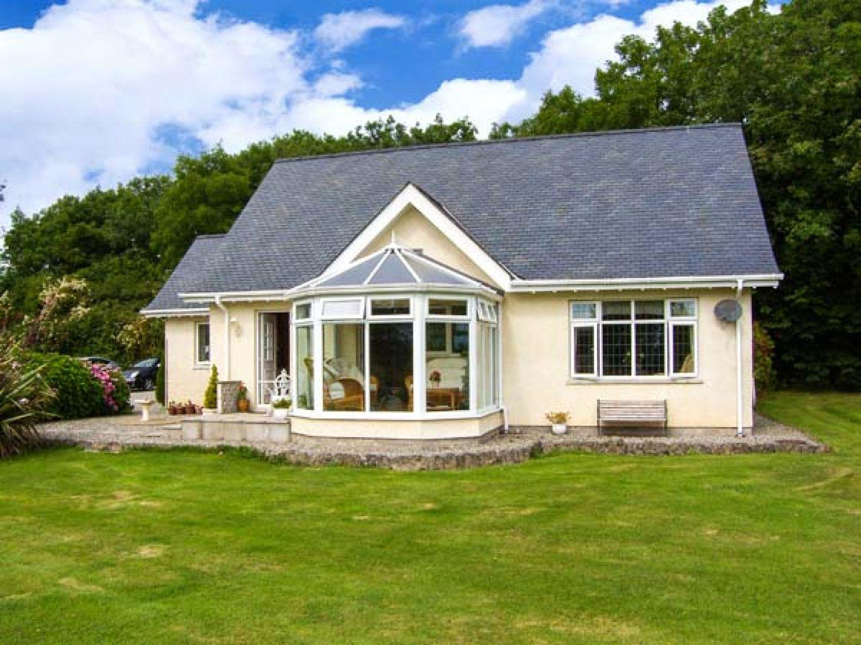 Bedw Arian Cottage in Bwlch near Benllech - sleeps 2 people