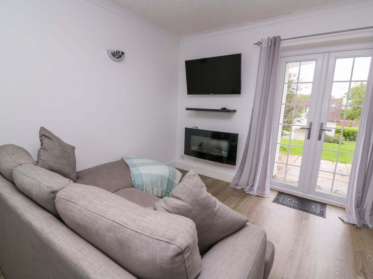 Beech Tree Cottage in Aberporth - sleeps 5 people