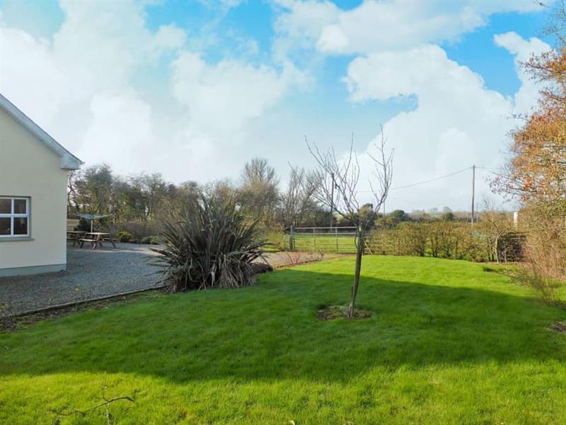 Belgrove Cross Cottage in Duncormick, County Wexford - sleeps 8 people