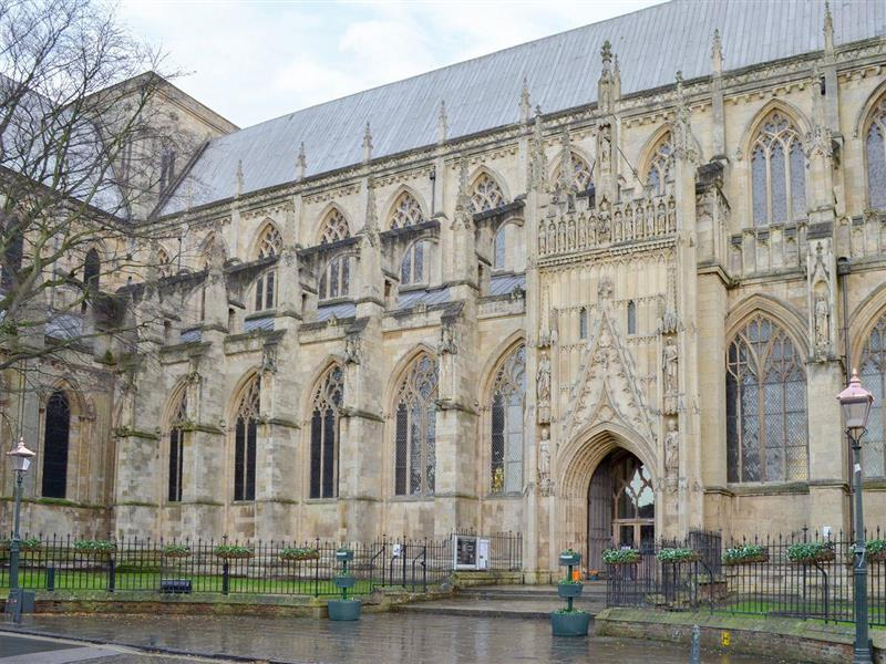 Beverley Minster House in Beverley - sleeps 6 people
