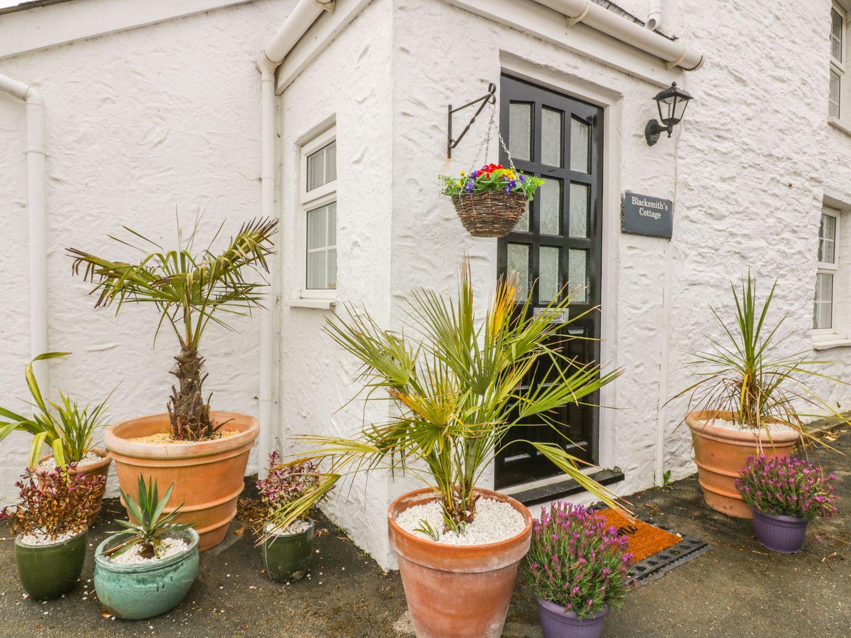 Blacksmith's Cottage in Crantock - sleeps 6 people