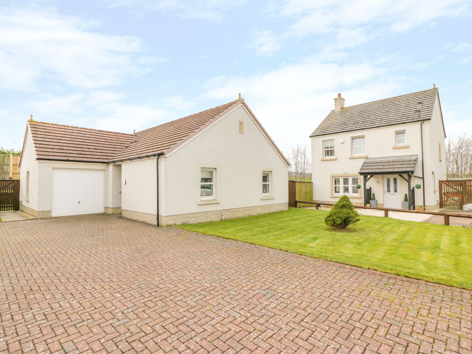 Bright and Beautiful in Ayr - sleeps 6 people