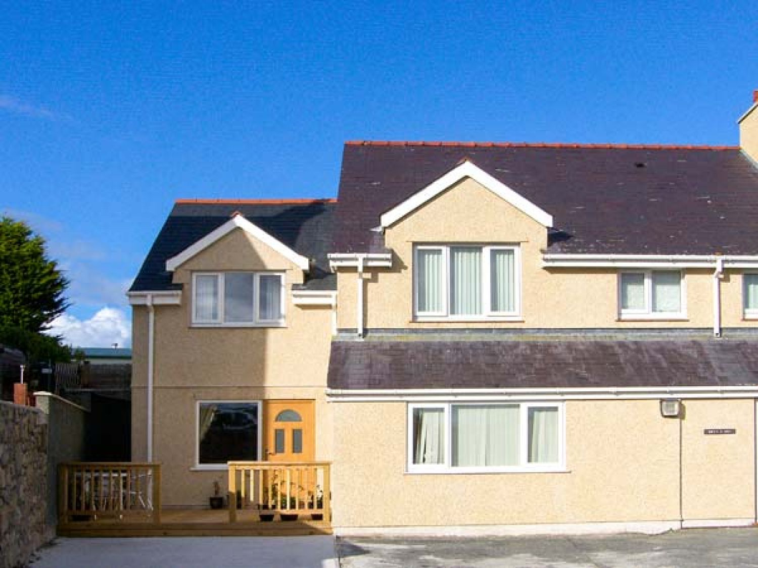 Bryn Y Don Cottage in Benllech - sleeps 4 people