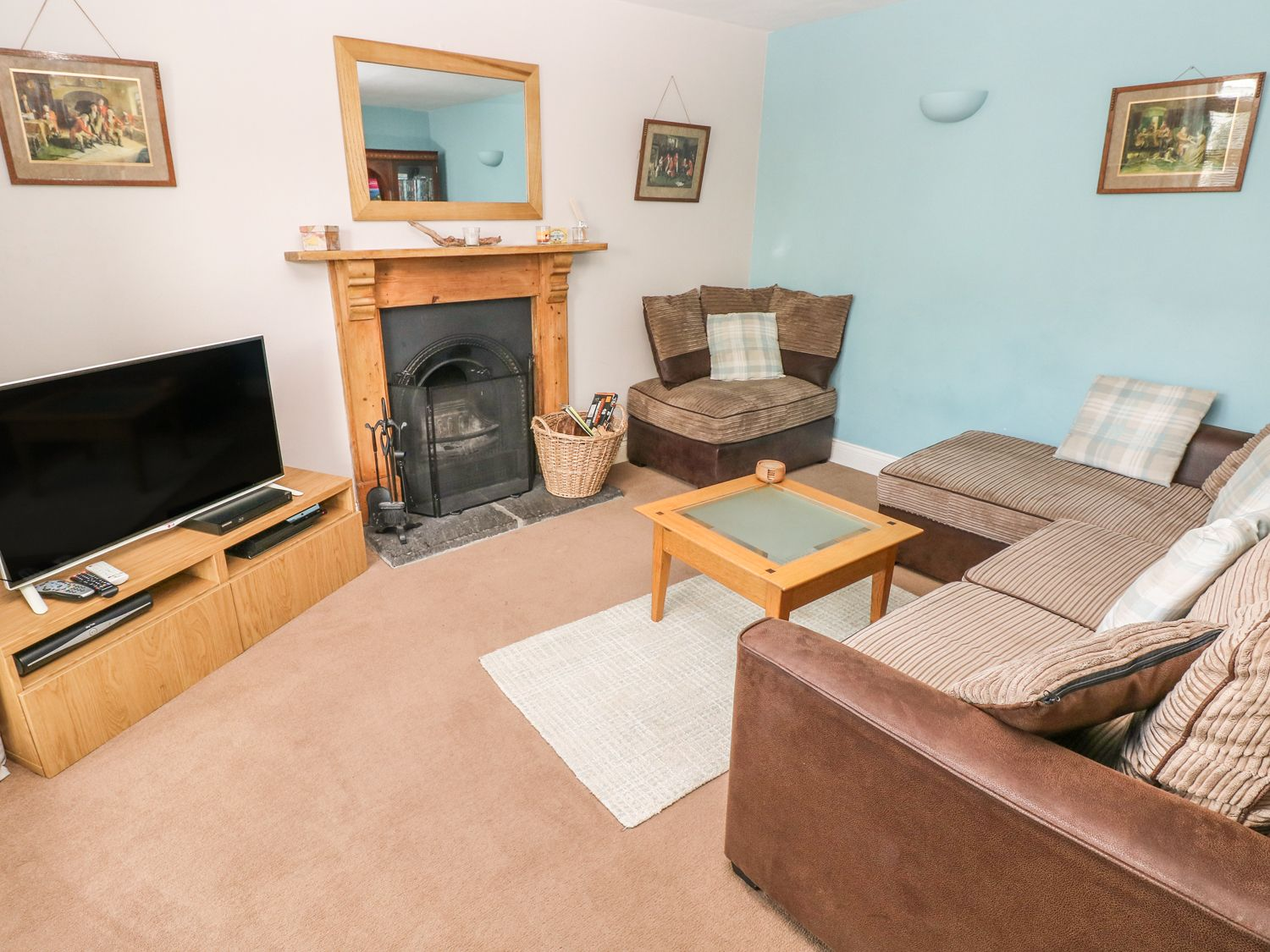 Brynteg Cottage in Narberth - sleeps 6 people