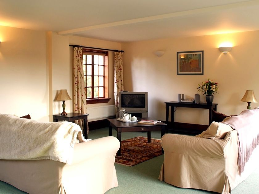 Cairngarth Cottage in Brampton - sleeps 8 people