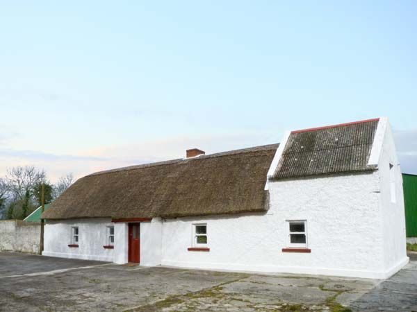 Callan Thatched Cottage in Callan - sleeps 5 people