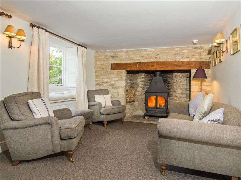 Casina Cottage in Coln St Aldwyns, near Cirencester - sleeps 12 people