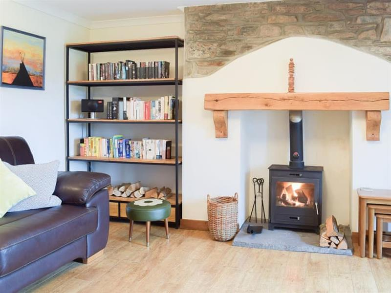 Castle Hill Cottage in Llansteffan, near Carmarthen - sleeps 6 people
