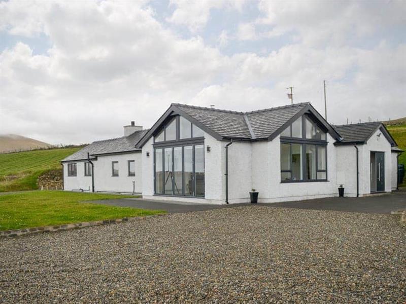 Cerrig Sais in Rhosgadfan, near Caernarfon - sleeps 8 people