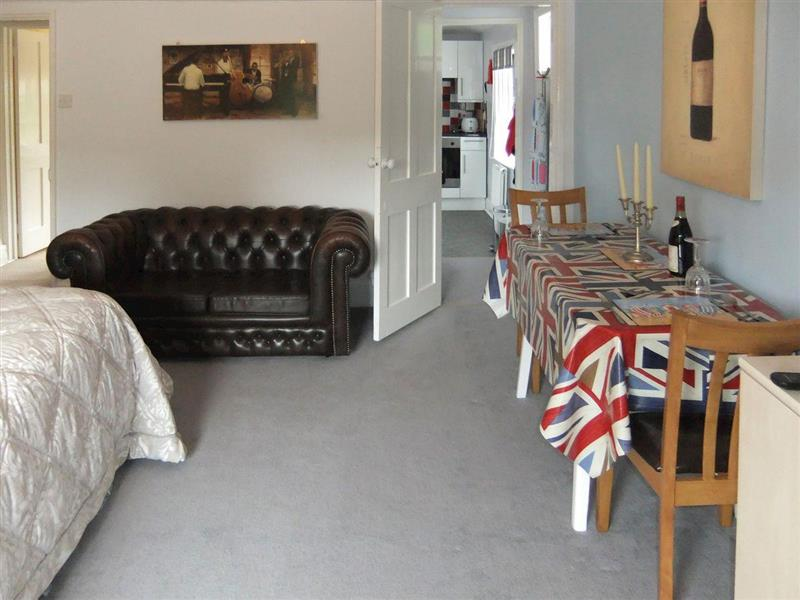 Chine House Apartment in Shanklin, Isle of Wight - sleeps 2 people