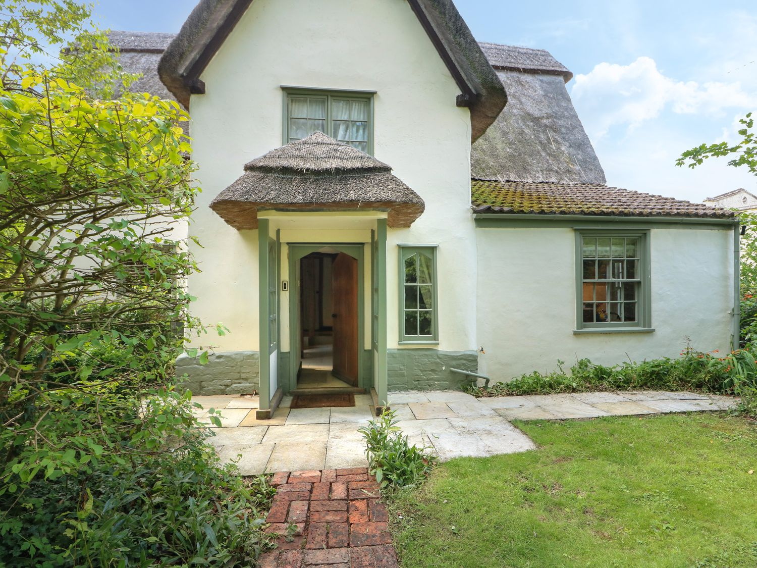 Church Cottage and Water Tower in Kimbolton - sleeps 10 people