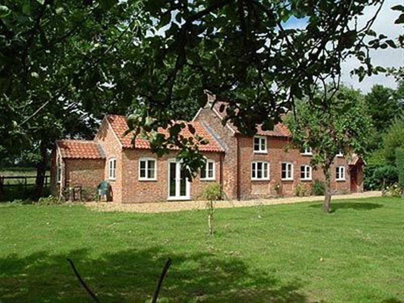 Church Cottage in Burgh-next-Aylsham, Norfolk. - sleeps 6 people
