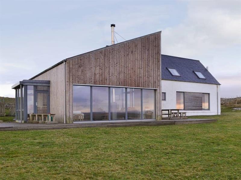Clachan Lodge in Clachan Sands, Isle of North Uist - sleeps 12 people