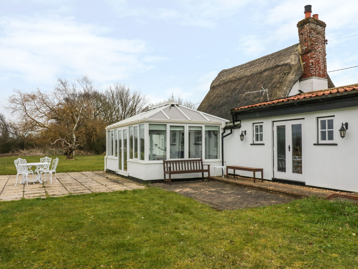 Clay Street in Thornham Magna - sleeps 6 people