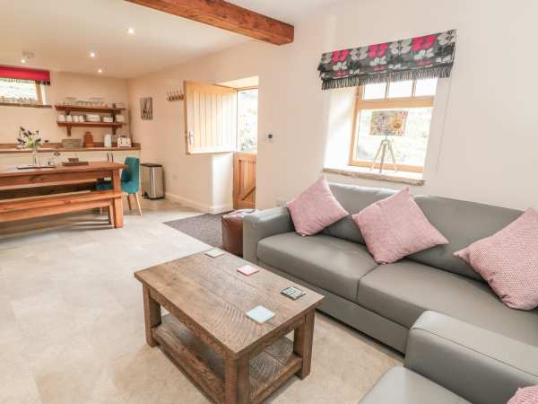 Columbine Barn in Bradwell - sleeps 8 people