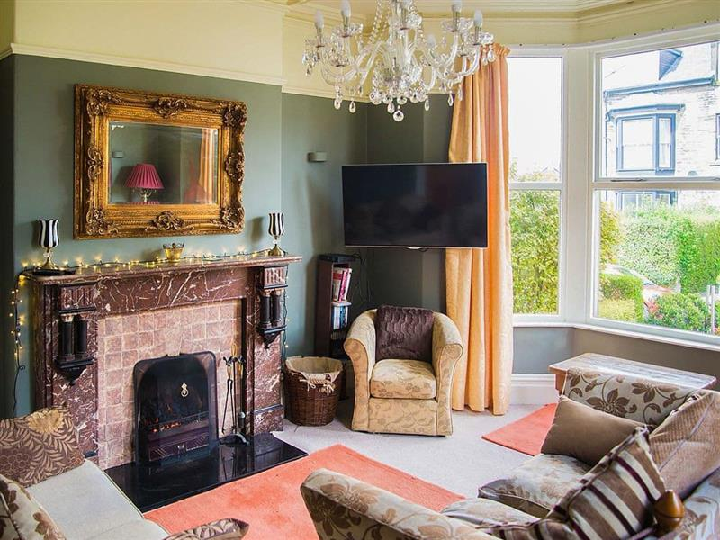 Compton Guest House in Buxton - sleeps 21 people