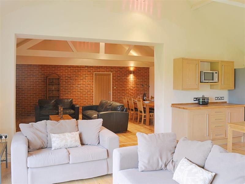 Cooks Farm Barn No 5 in Suffield, nr. North Walsham - sleeps 10 people