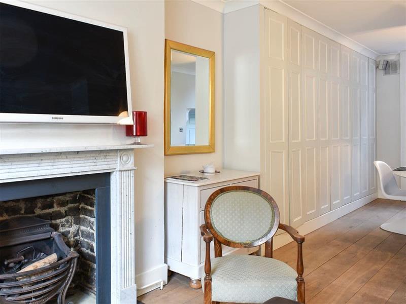 Copenhagen Apartment in Islington, near London - sleeps 6 people
