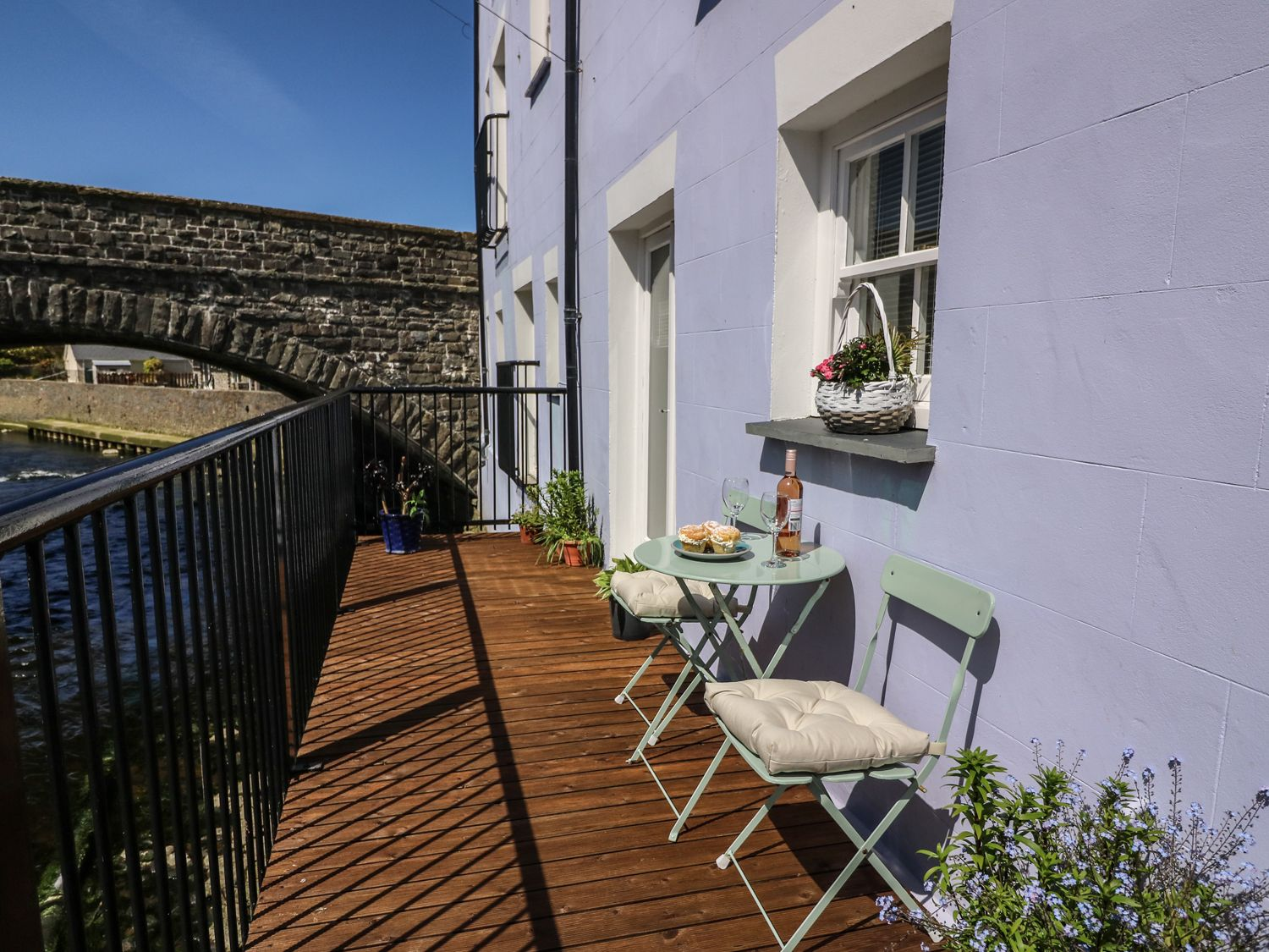 Cormorant Cottage in Aberaeron - sleeps 2 people