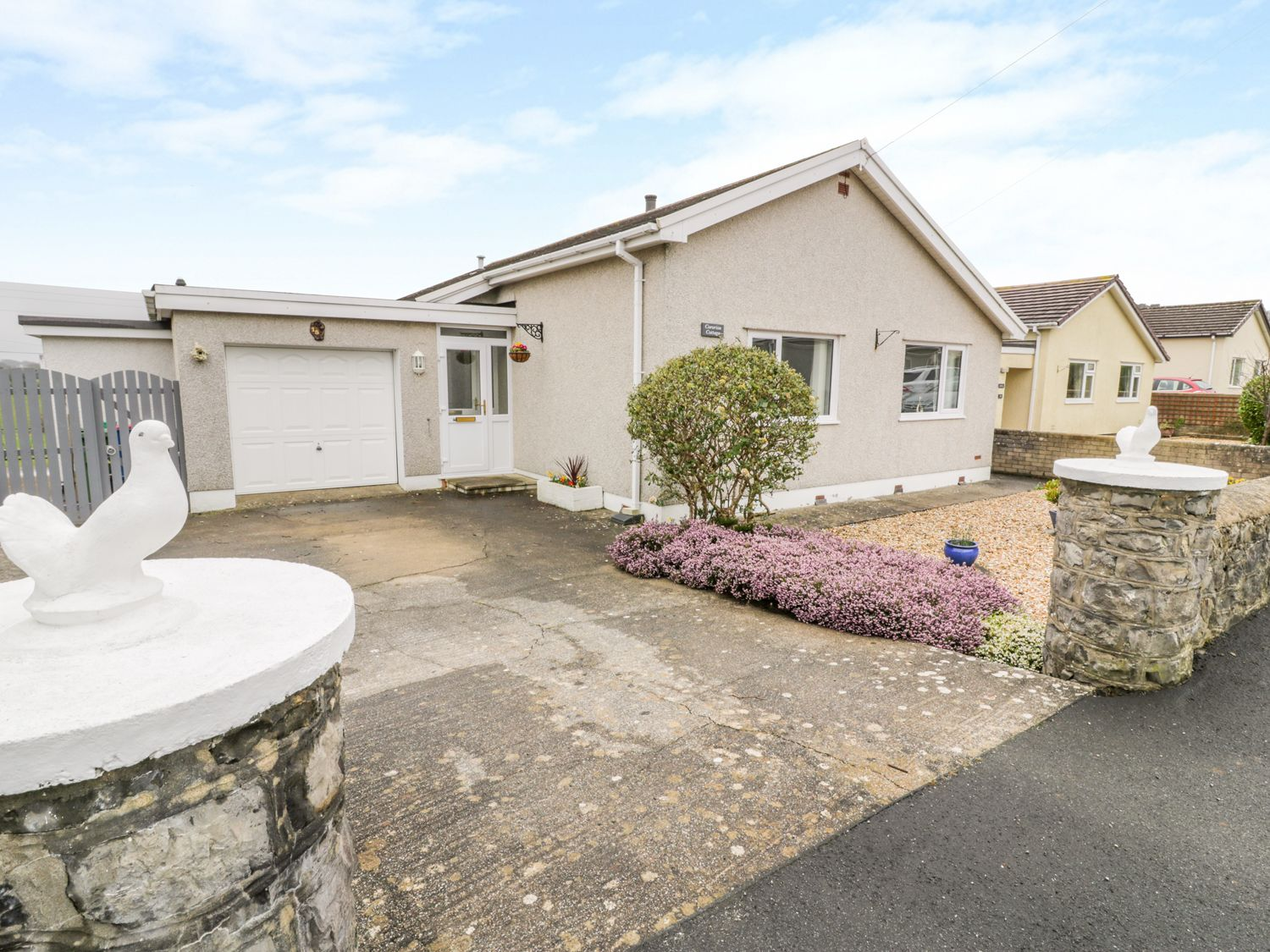 Cororion Cottage in Benllech - sleeps 4 people