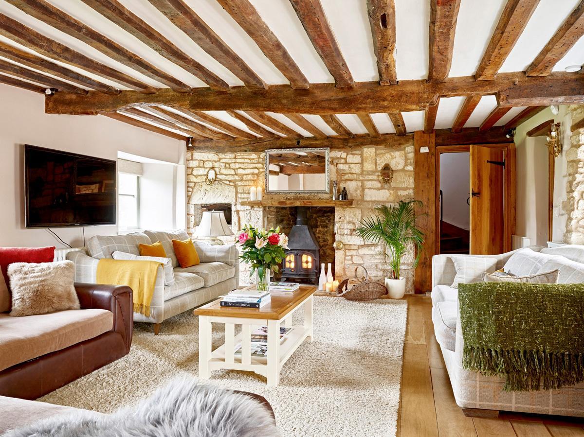 Cotswold Valley Manor in Stroud - sleeps 17 people