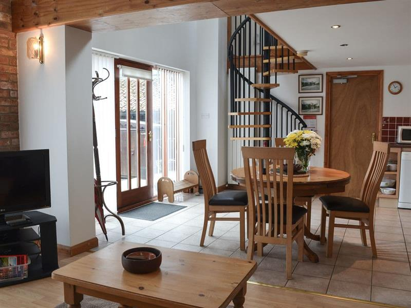 Courtside Cottages - Courtside Barn Studio in Hunmanby, near Filey - sleeps 3 people