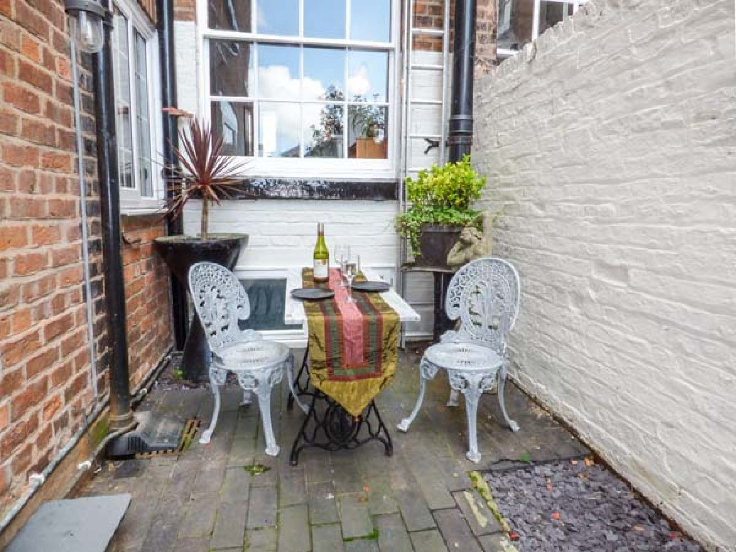 Courtyard Apartment in Chester - sleeps 2 people